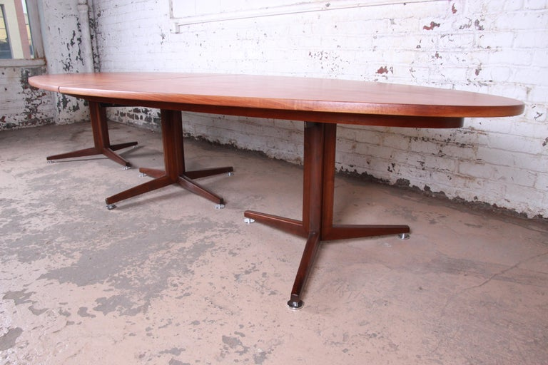 Edward Wormley for Dunbar Walnut Elliptical Conference or Dining Table, 1960s For Sale 1