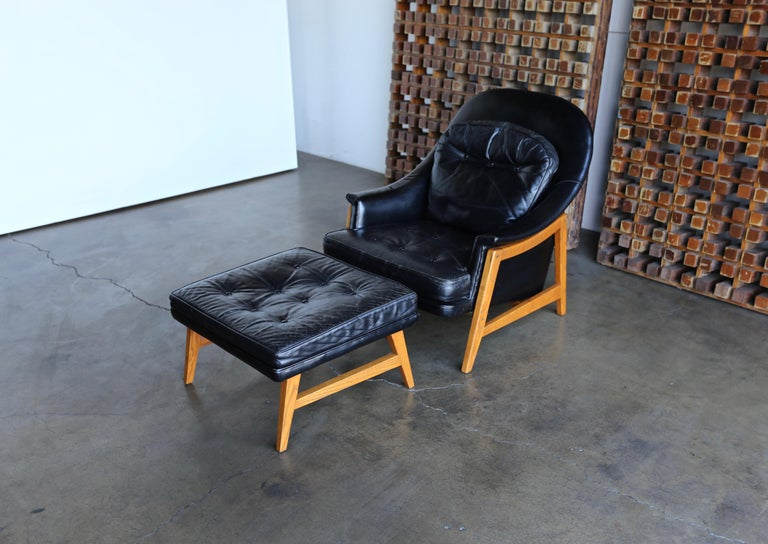 Edward Wormley Leather Lounge Chair and Ottoman for Dunbar, circa 1957 In Good Condition For Sale In Costa Mesa, CA