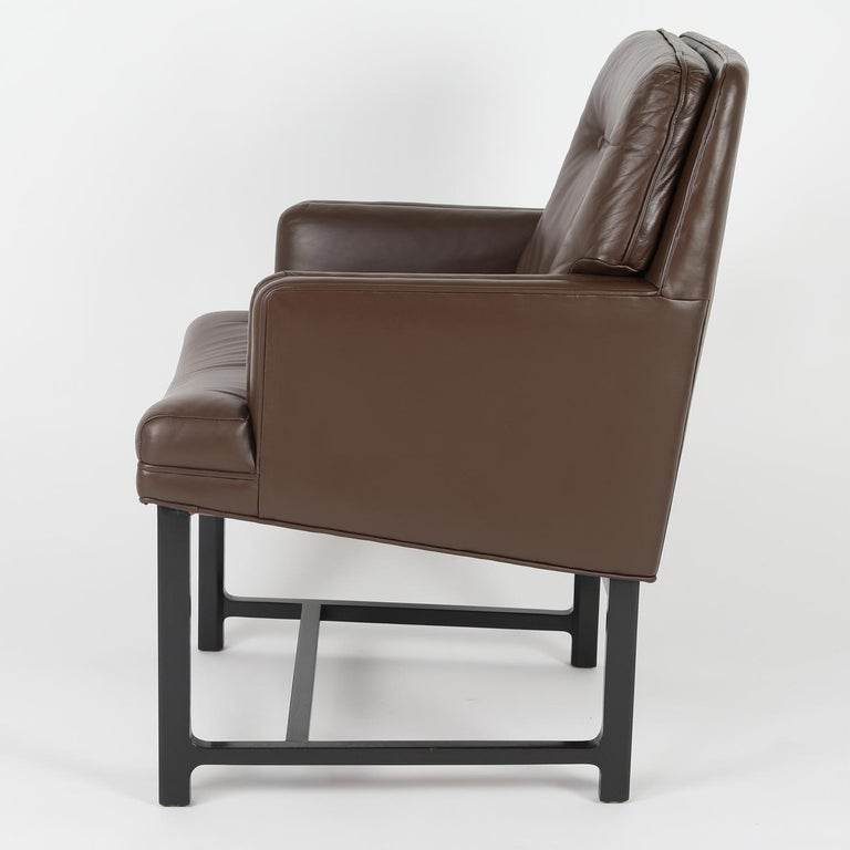 American Edward Wormley Pair of Arm Chairs in Leather with Mahogany Bases 1960s 'Signed' For Sale
