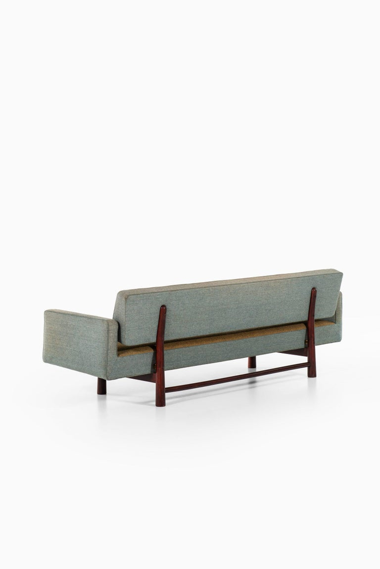 Edward Wormley Sofa Model New York / 5316 Produced by DUX in Sweden For Sale 6