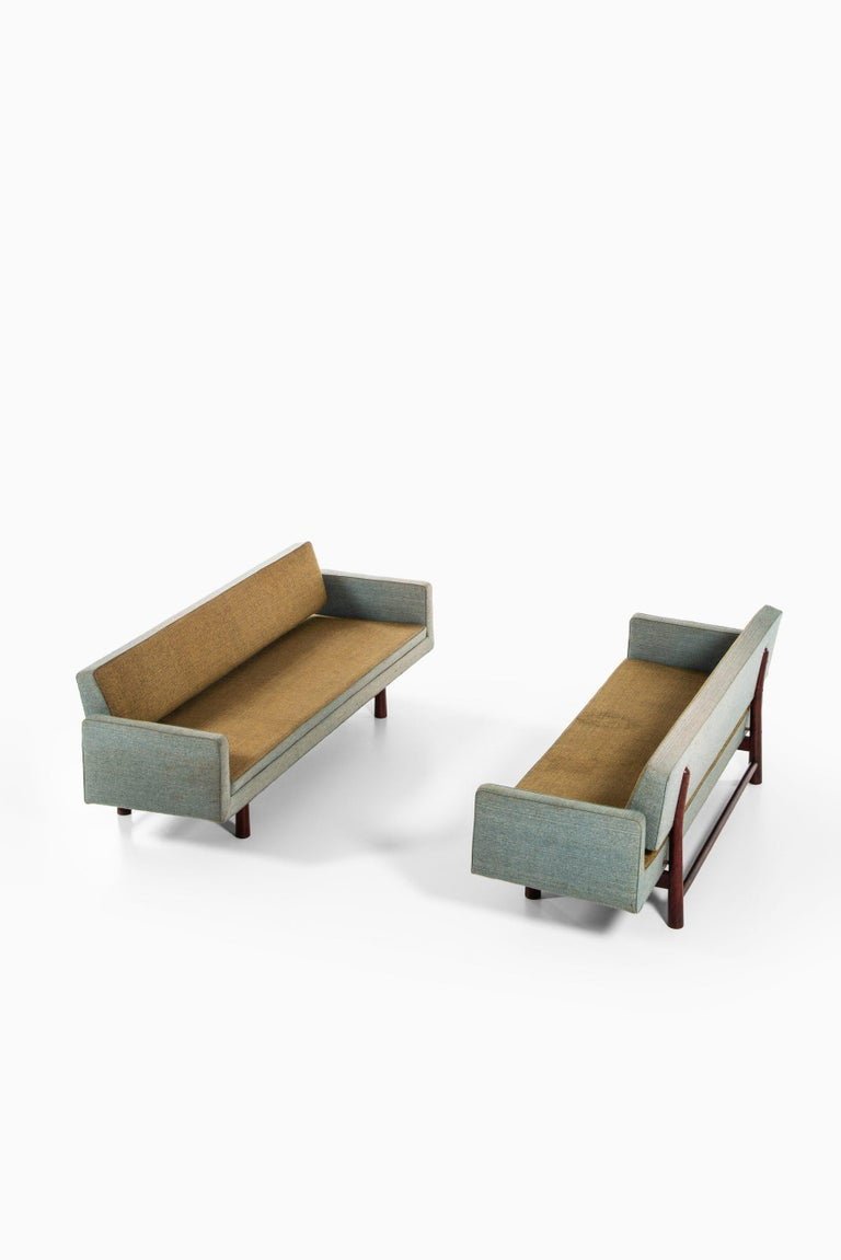 Edward Wormley Sofa Model New York / 5316 Produced by DUX in Sweden For Sale 10