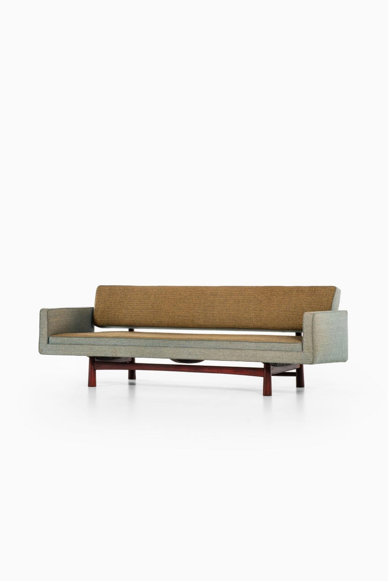 Edward Wormley Sofa Model New York / 5316 Produced by DUX in Sweden In Good Condition For Sale In Malmo, SE