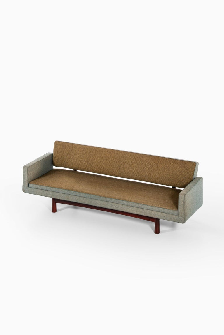 Mid-20th Century Edward Wormley Sofa Model New York / 5316 Produced by DUX in Sweden For Sale