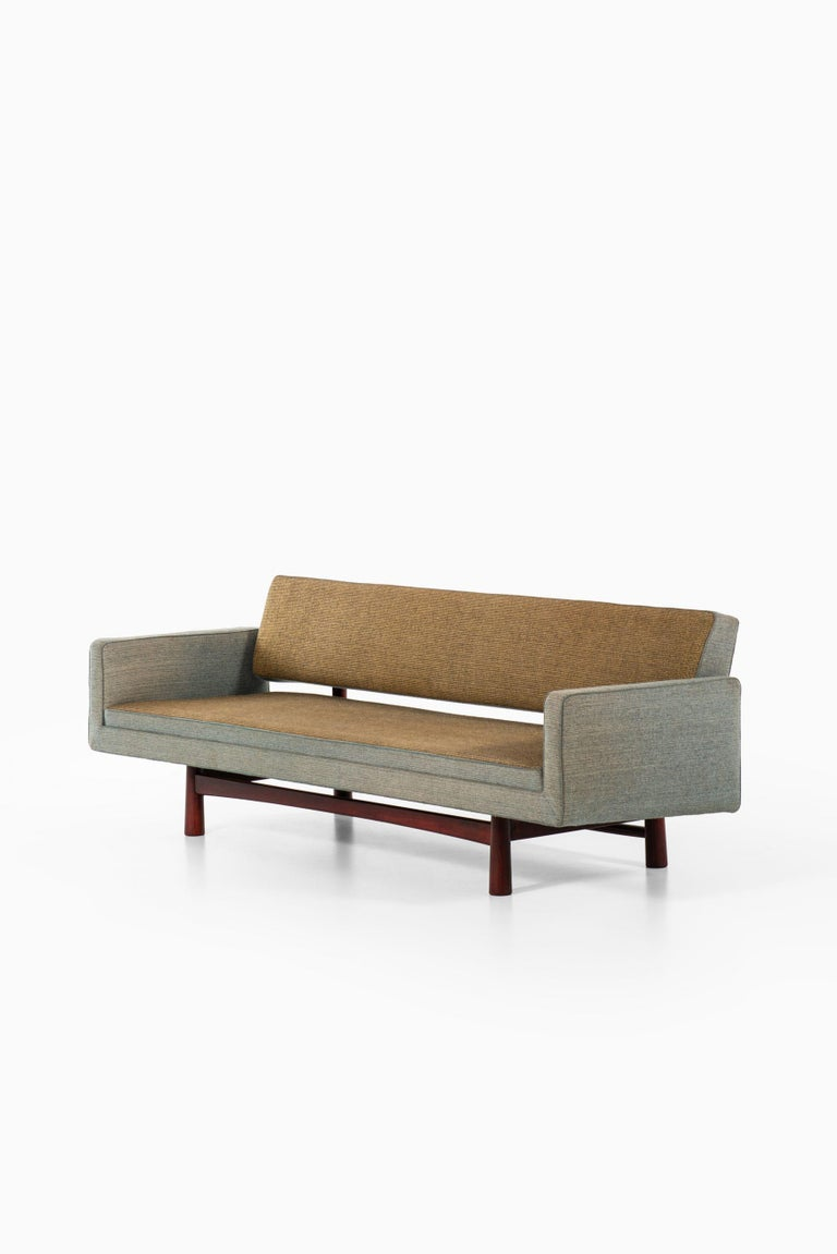 Edward Wormley Sofa Model New York / 5316 Produced by DUX in Sweden For Sale 1