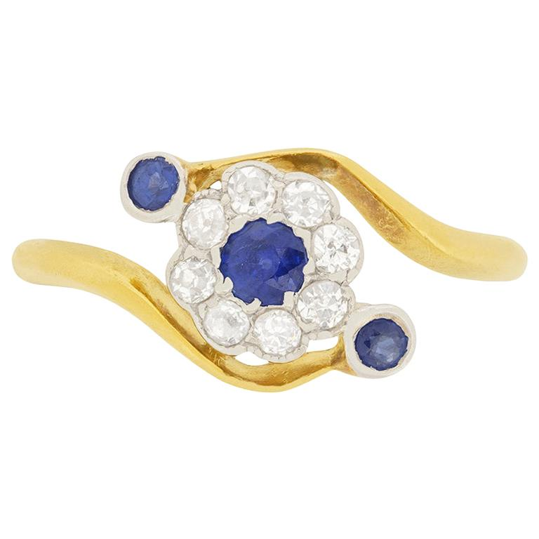 Edwardian 0.15 Carat Sapphire and Diamond Daisy Twist Ring, circa 1900s For Sale