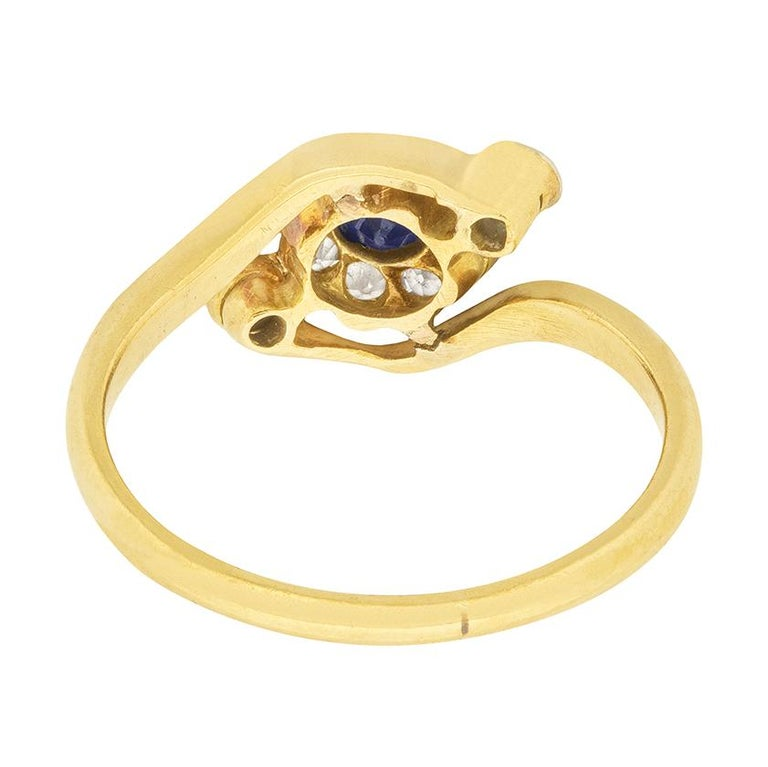 Edwardian 0.15 Carat Sapphire and Diamond Daisy Twist Ring, circa 1900s In Good Condition For Sale In London, GB