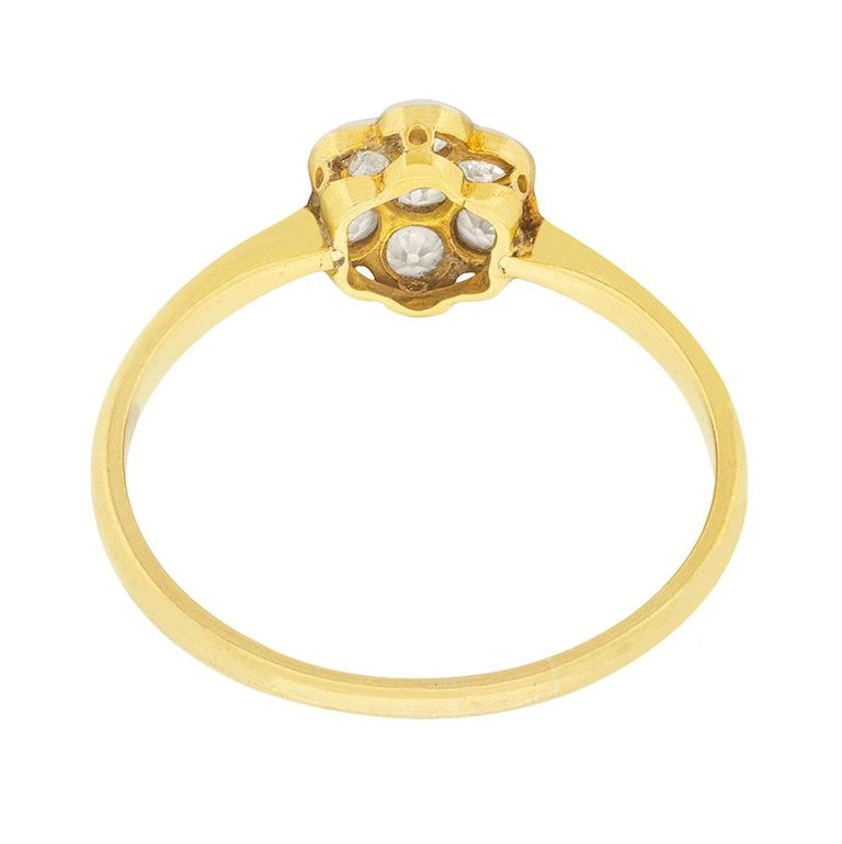 Edwardian 0.50 Carat Diamond Daisy Cluster Ring, circa 1910s In Good Condition For Sale In London, GB