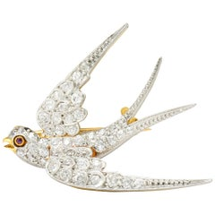 Edwardian 1.06 Carat Pave Diamond Platinum-Topped 18 Karat Gold Swallow Bird Pin