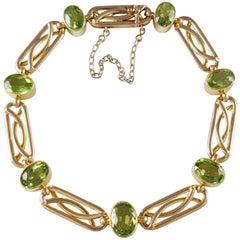 Edwardian 15 Karat Yellow Gold Peridot Link Bracelet