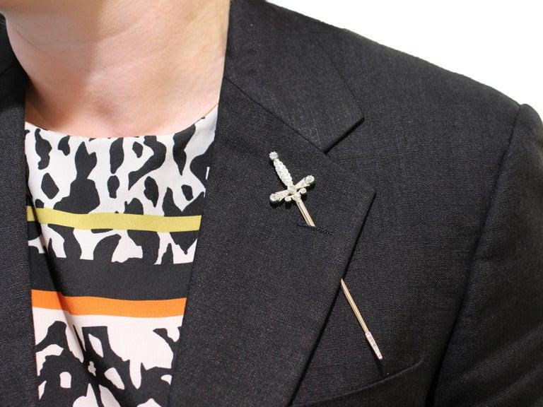 Edwardian 1.59 Carat Diamond Yellow Gold Jabot Pin Sword Brooch For Sale 3