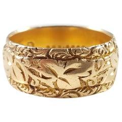 Edwardian 1904 18 Karat Yellow Gold Foliate Engraved Wedding Band