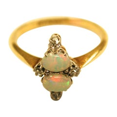 Edwardian 2 Opal 4 Diamond Ring Mounted in 18ct Gold & Platinum,Dated circa 1905