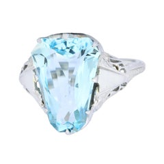 Edwardian 4.90 Carat Aquamarine 18 Karat White Gold Dinner Ring