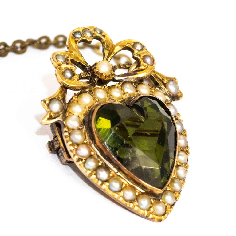 Edwardian 9 Carat Gold Green Paste and Pearl Heart Brooch In Good Condition For Sale In Chipping Campden, GB