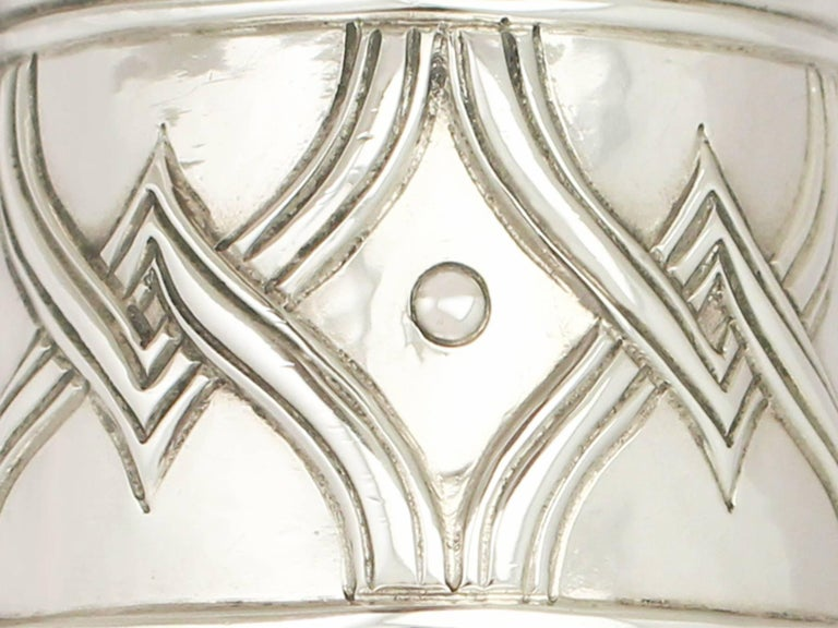 Antique Edwardian Arts & Crafts Style English Sterling Silver Tazza/Centerpiece In Excellent Condition For Sale In Jesmond, Newcastle Upon Tyne