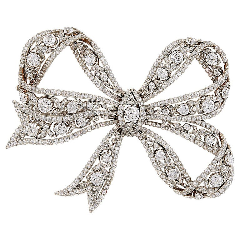 Edwardian Belle Époque Platinum, 18 Karat Gold Diamond Bow Brooch For Sale