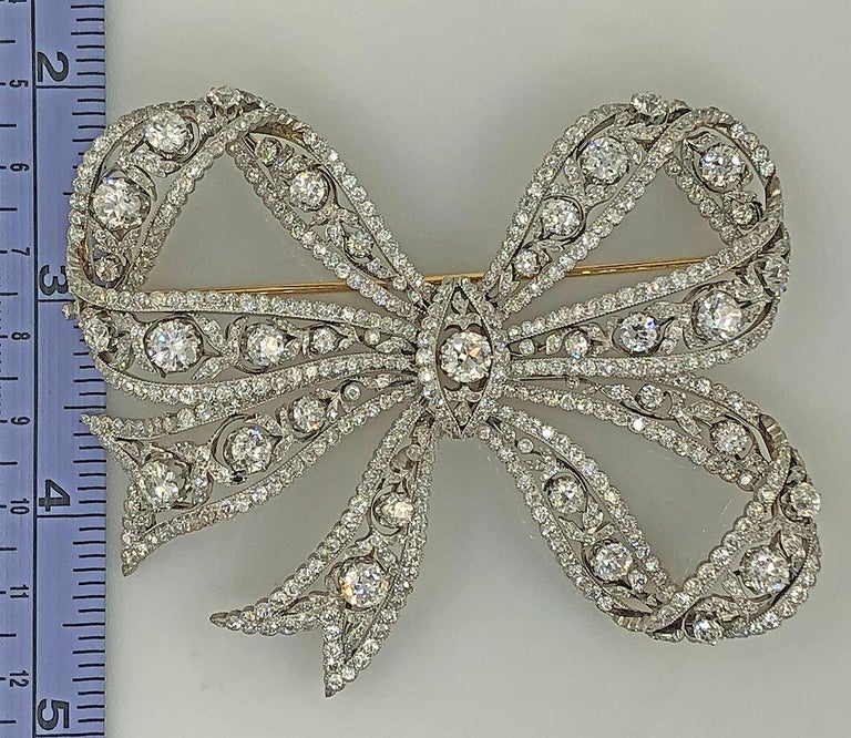 Edwardian Belle Époque Platinum, 18 Karat Gold Diamond Bow Brooch In Good Condition For Sale In New York, NY