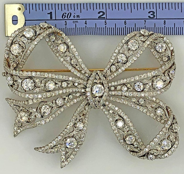 Women's or Men's Edwardian Belle Époque Platinum, 18 Karat Gold Diamond Bow Brooch For Sale