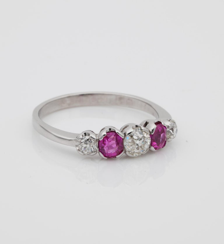 Edwardian Burma Ruby and Diamond Five-Stone Platinum Ring In Good Condition For Sale In Napoli, IT