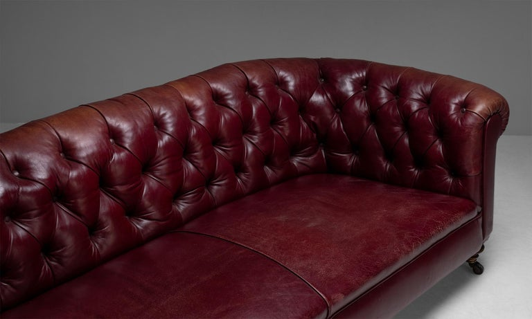 Edwardian Chesterfield Sofa, England, circa 1890 In Good Condition For Sale In Culver City, CA