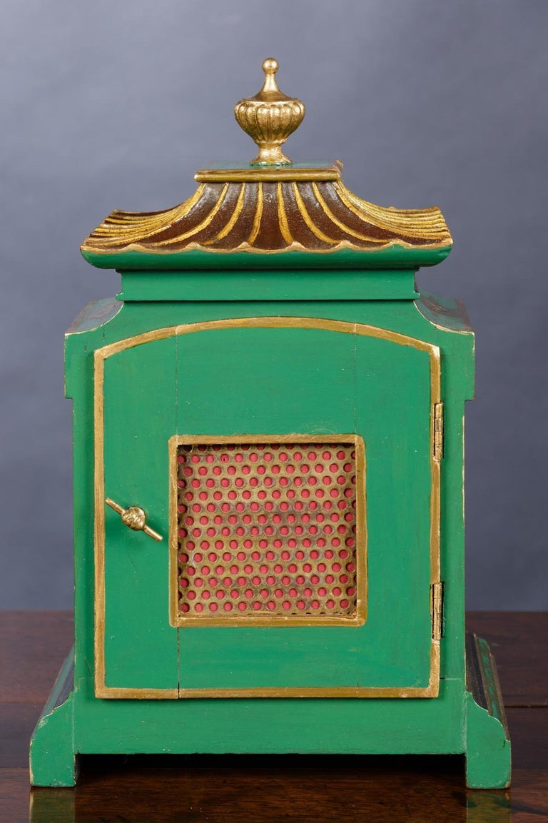Edwardian Chinoiserie Decorated Mantel Clock In Good Condition For Sale In Norwich, GB
