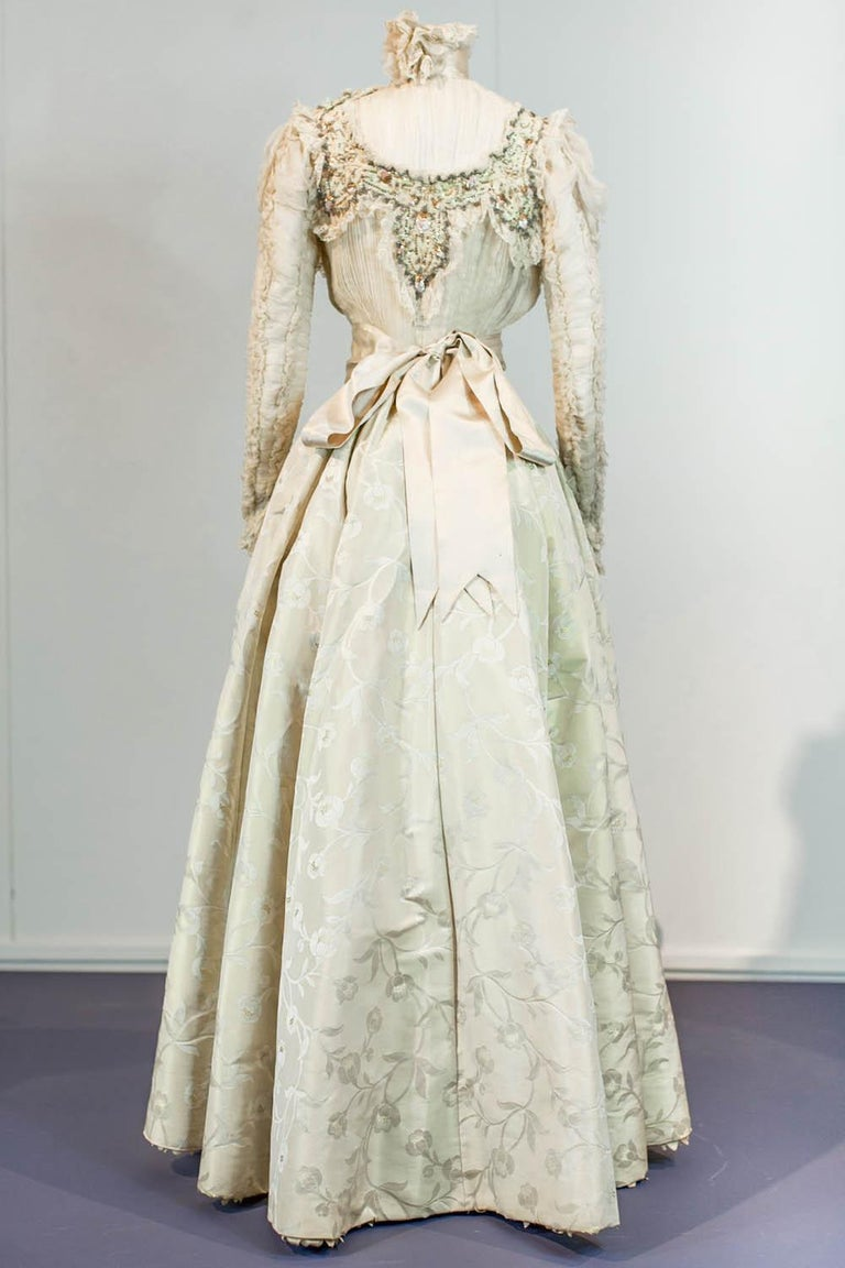 Edwardian Damask and Chiffon Silk Ceremony French Labelled Gown Circa 1900 For Sale 6