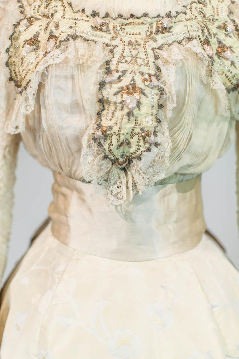 Beige Edwardian Damask and Chiffon Silk Ceremony French Labelled Gown Circa 1900 For Sale