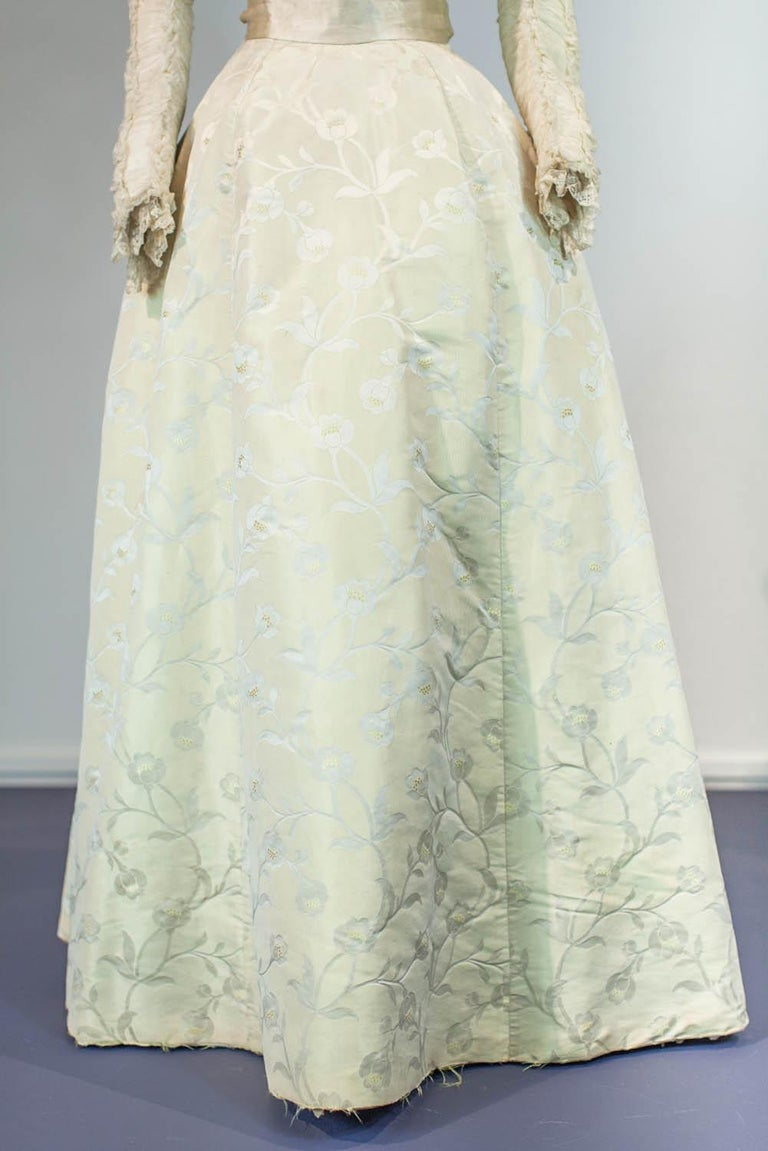 Women's Edwardian Damask and Chiffon Silk Ceremony French Labelled Gown Circa 1900 For Sale