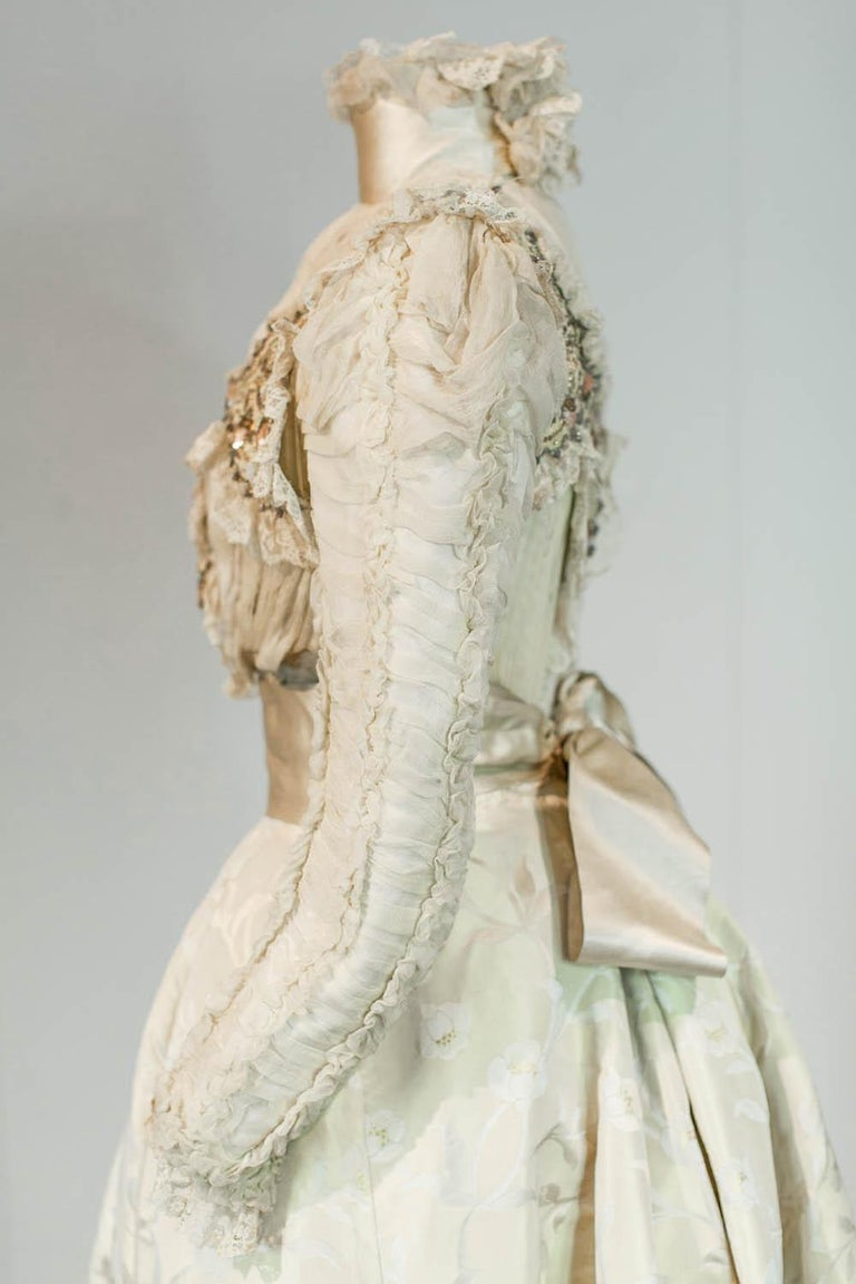 Edwardian Damask and Chiffon Silk Ceremony French Labelled Gown Circa 1900 For Sale 3