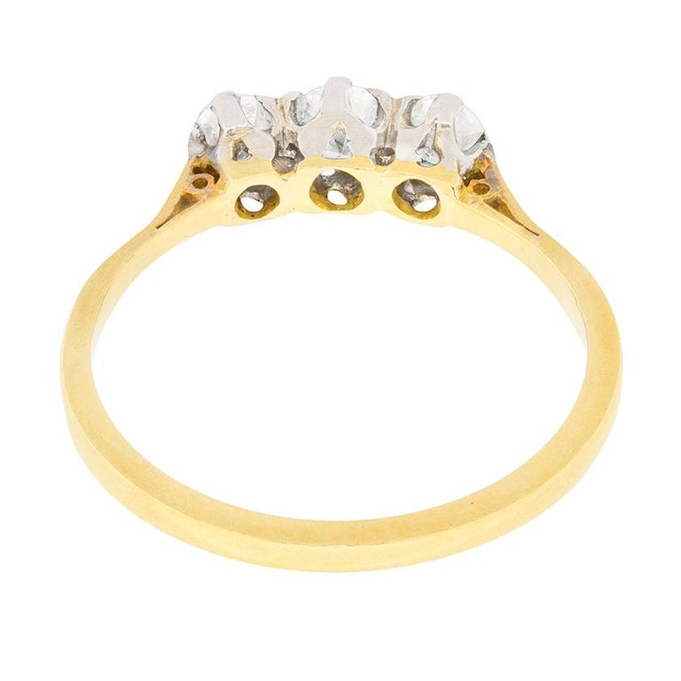 Women's or Men's Edwardian Diamond Three-Stone Engagement Ring, circa 1910 For Sale