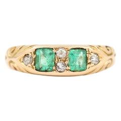 Edwardian Emerald and Diamond 18 Karat Yellow Gold Boat Shaped Ring, circa 1900