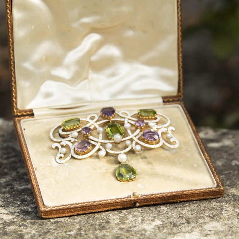 Edwardian Enamel, Peridot, Pearl and Amethyst 18 Carat Gold Suffragette Brooch In Good Condition For Sale In Chipping Campden, GB