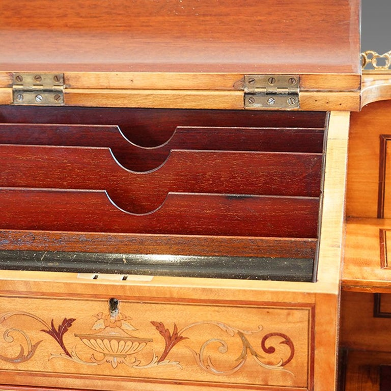 Early 20th Century Edwardian English Country House Marquetry Inlaid Satinwood Desk, circa 1900 For Sale