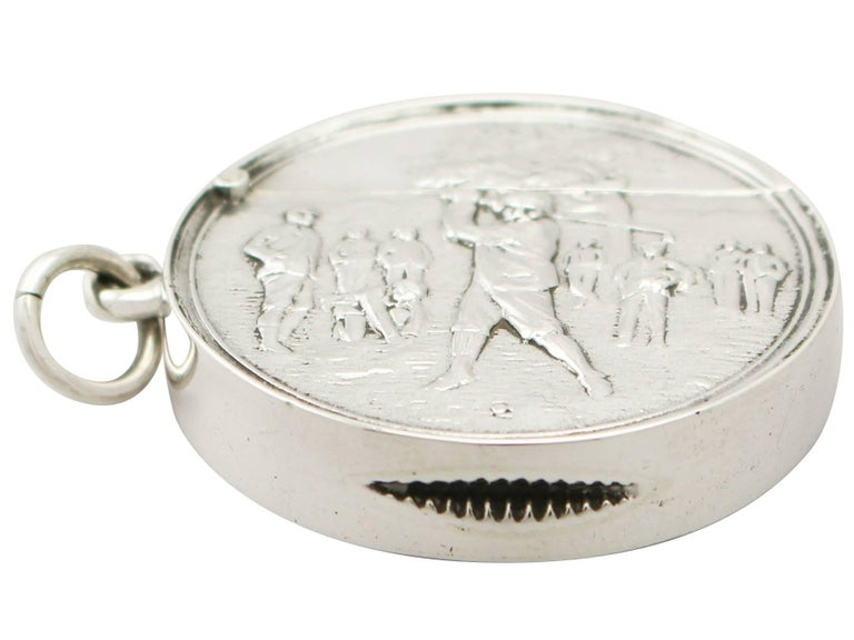 A fine and impressive antique Edwardian English sterling silver vesta case with golfing interest; an addition to our sports related silverware collection  This fine antique Edwardian English sterling silver vesta case has a plain circular