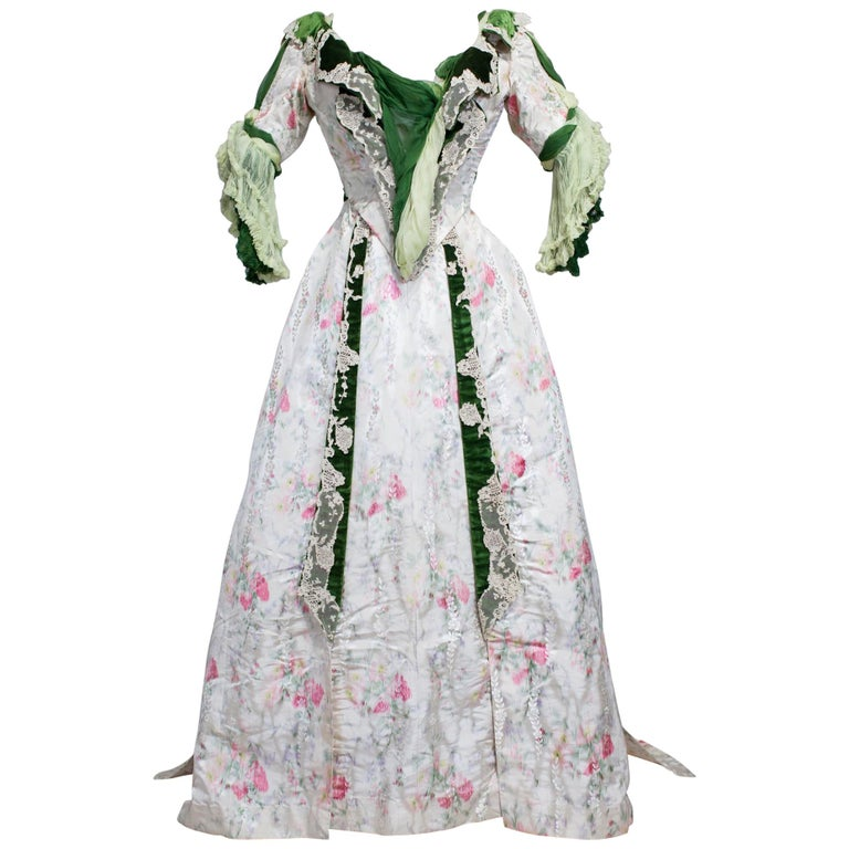 Edwardian French Couture Ball-gown with furbelows on Chiné Silk Circa 1900 For Sale