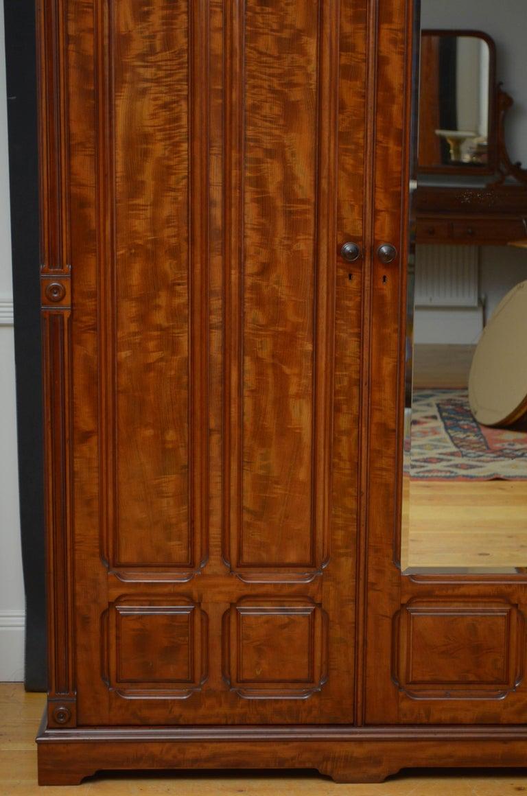 Edwardian Mahogany 3-Door Wardrobe For Sale 10