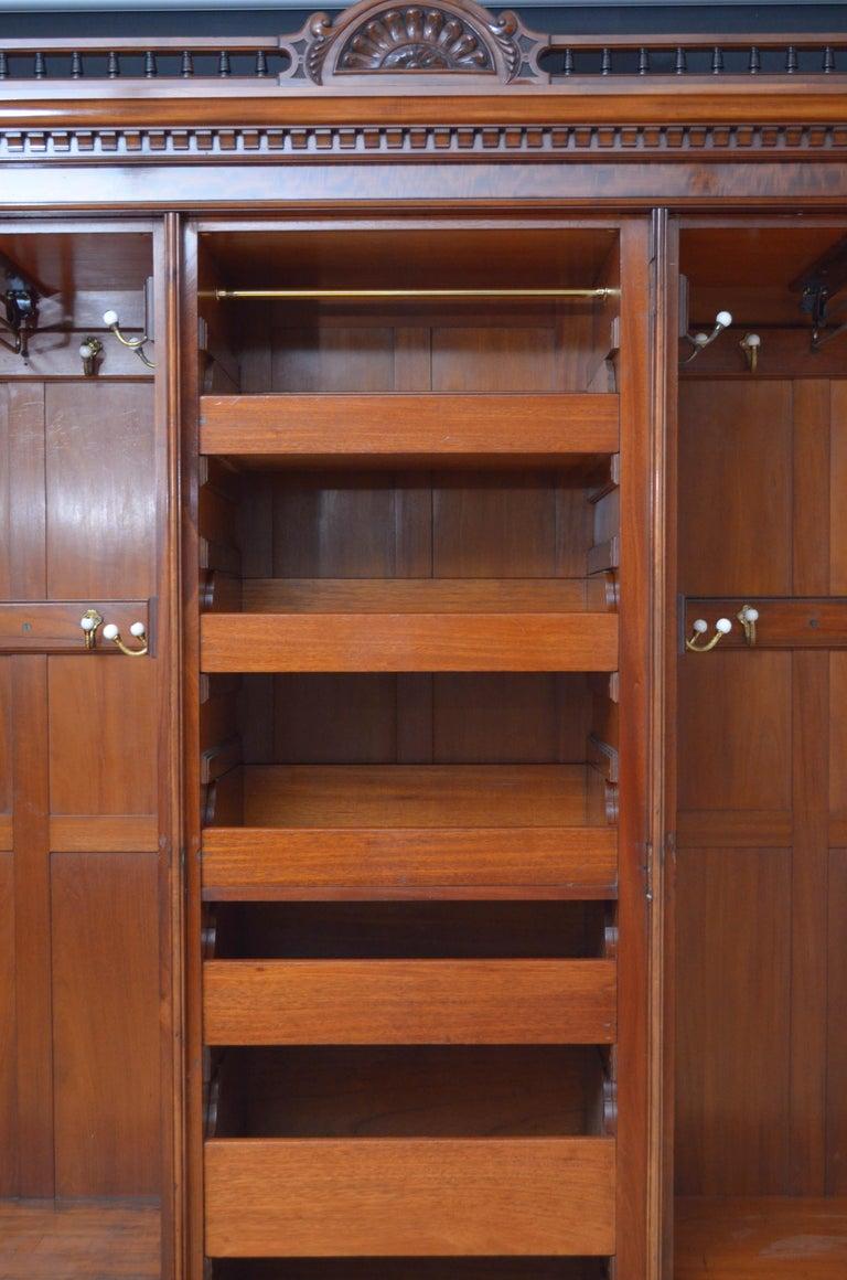 Edwardian Mahogany 3-Door Wardrobe In Good Condition For Sale In Whaley Bridge, GB