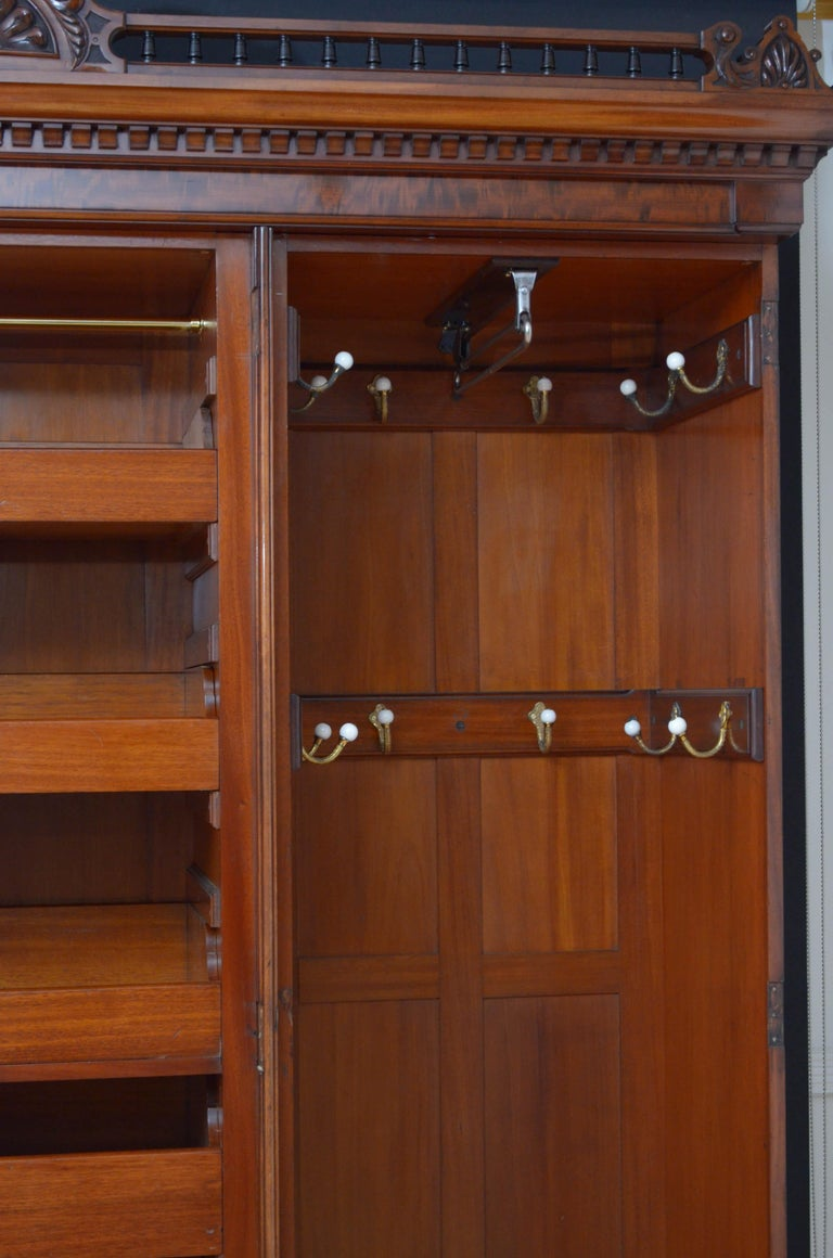 Early 20th Century Edwardian Mahogany 3-Door Wardrobe For Sale