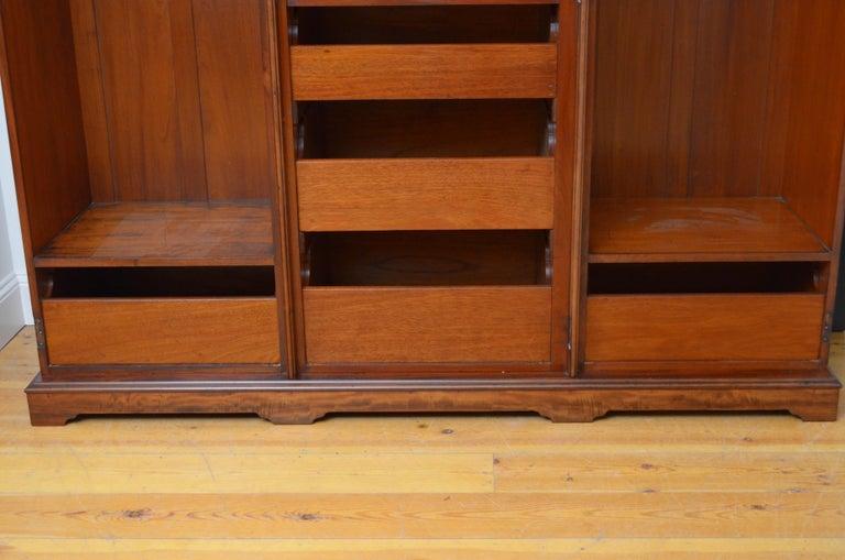 Edwardian Mahogany 3-Door Wardrobe For Sale 1