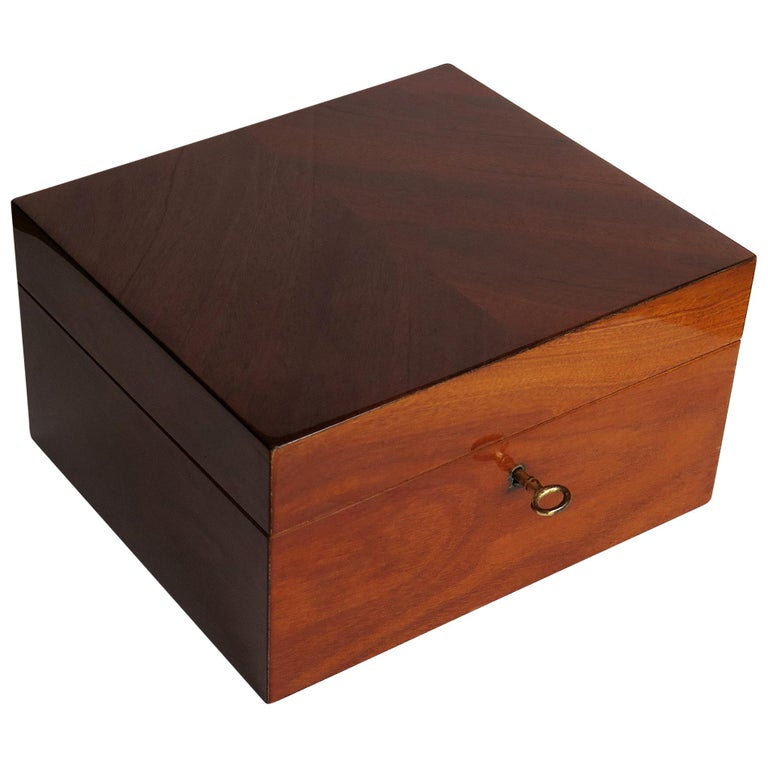 This is a fine quality English, Edwardian period lidded Box, of mahogany with a working lock and key, dating to circa 1910.  The box has a rectangular shape with a hinged lid.  It is very well made with carefully chosen mahogany veneers to all