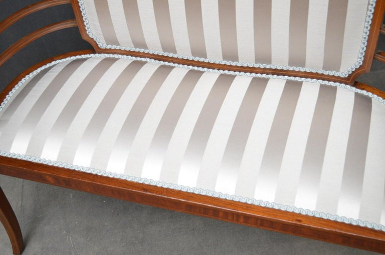 Edwardian Mahogany Settee In Good Condition For Sale In Whaley Bridge, GB