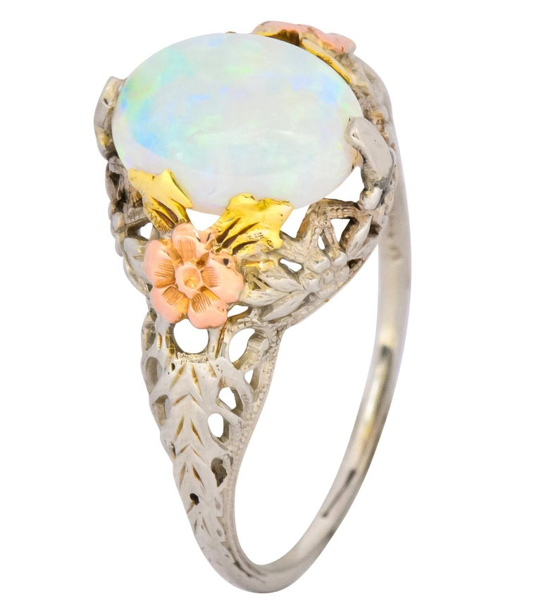 Edwardian Oval Cabochon Opal 14 Karat Tri-Colored Gold Ring For Sale 3
