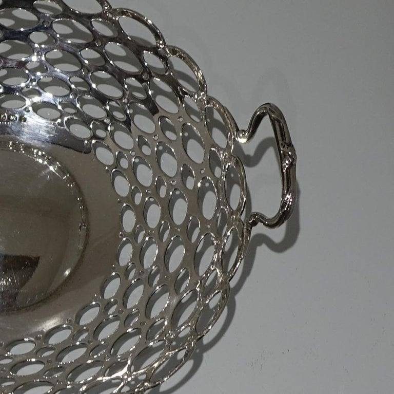 Edwardian Pair of Sterling Silver Dishes Birmingham 1908 A & J Zimmerman Ltd In Good Condition For Sale In 53-64 Chancery Lane, London