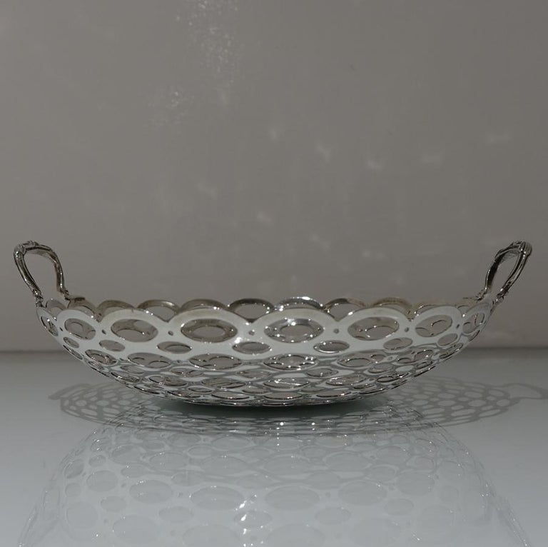 20th Century Edwardian Pair of Sterling Silver Dishes Birmingham 1908 A & J Zimmerman Ltd For Sale