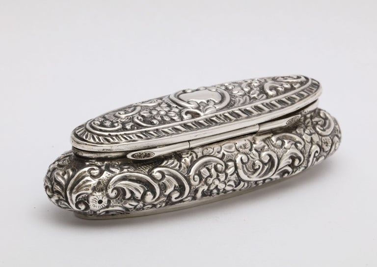 Early 20th Century Edwardian Period Sterling Silver Oval Trinkets Box with Hinged Lid For Sale