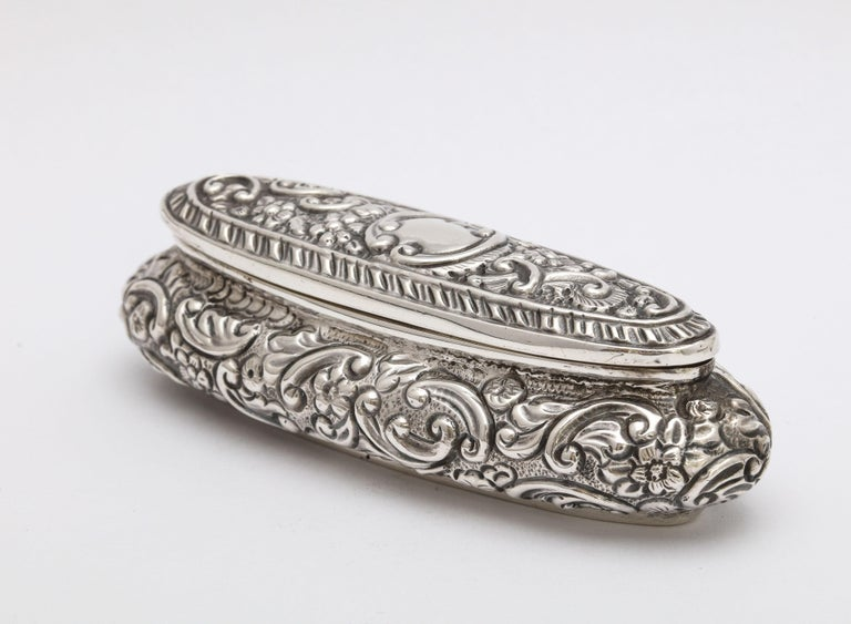 Edwardian Period Sterling Silver Oval Trinkets Box with Hinged Lid For Sale 1