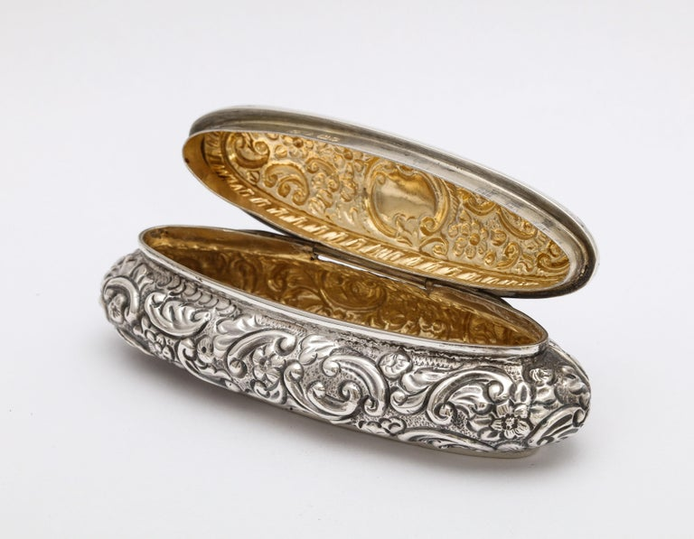 Edwardian Period Sterling Silver Oval Trinkets Box with Hinged Lid For Sale 2