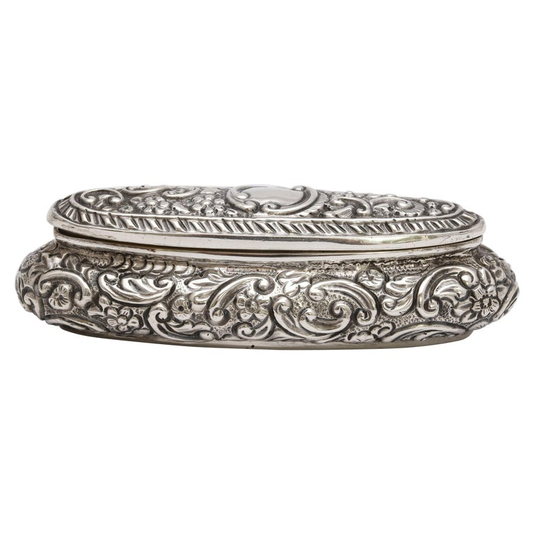 Edwardian Period Sterling Silver Oval Trinkets Box with Hinged Lid For Sale