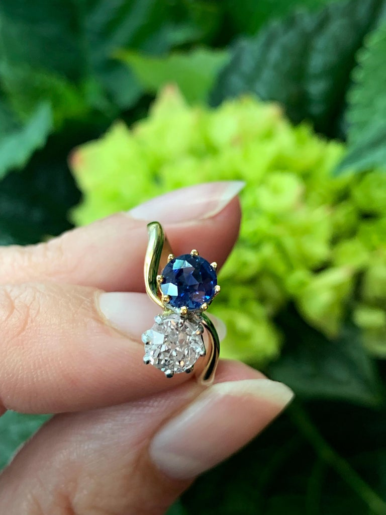 Edwardian Sapphire and Old Mine Cut Diamond Two-Stone Twist Engagement Ring For Sale 3