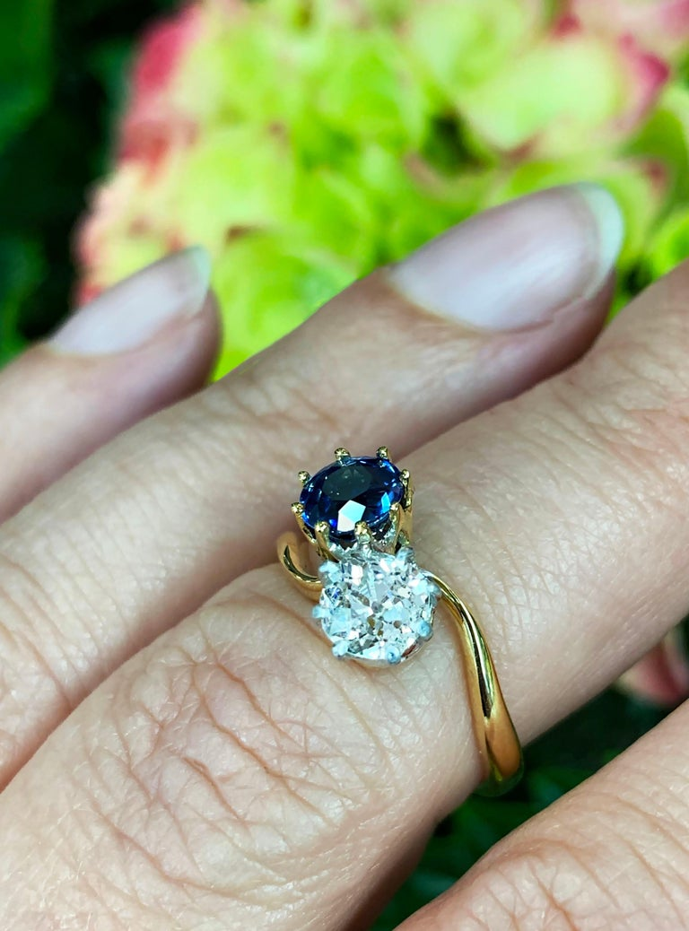 Edwardian Sapphire and Old Mine Cut Diamond Two-Stone Twist Engagement Ring For Sale 4